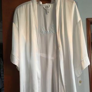 White bride robe